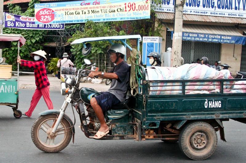 Тяжелый вьетнамский грузовик