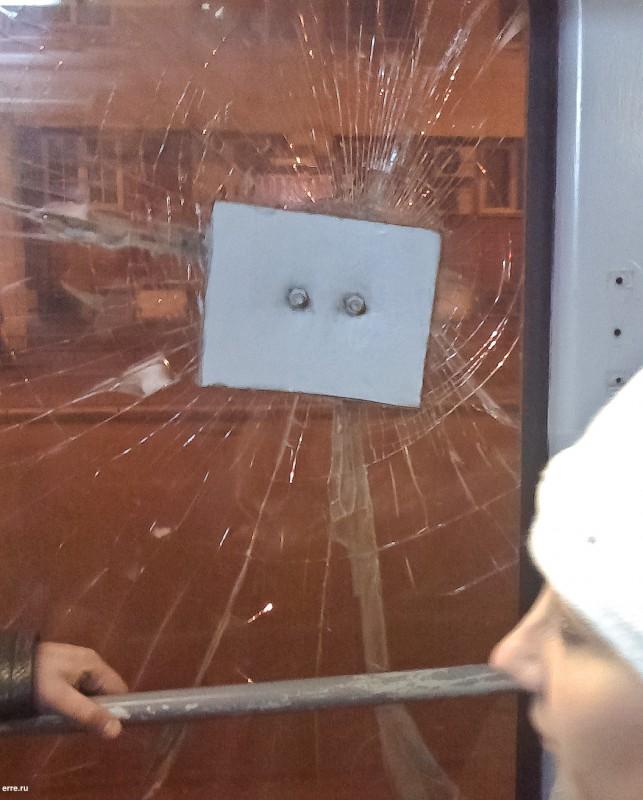 Ремонт стекла в трамвае
