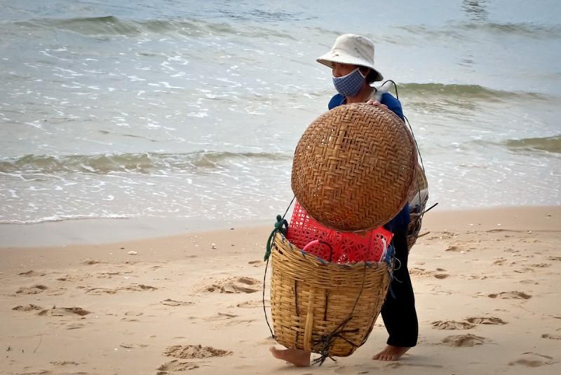Утренний улов. Вьетнамская рыбачка.